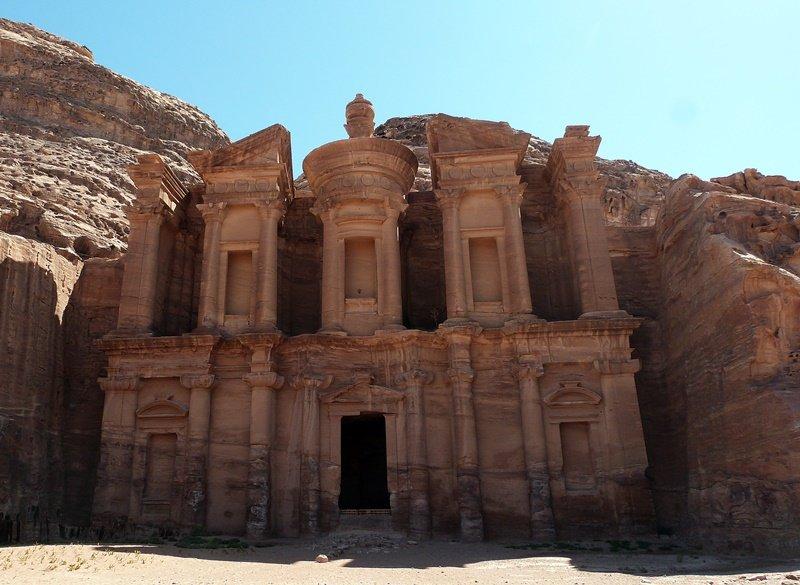 800 escalones de roca con destino el Monasterio de Petra