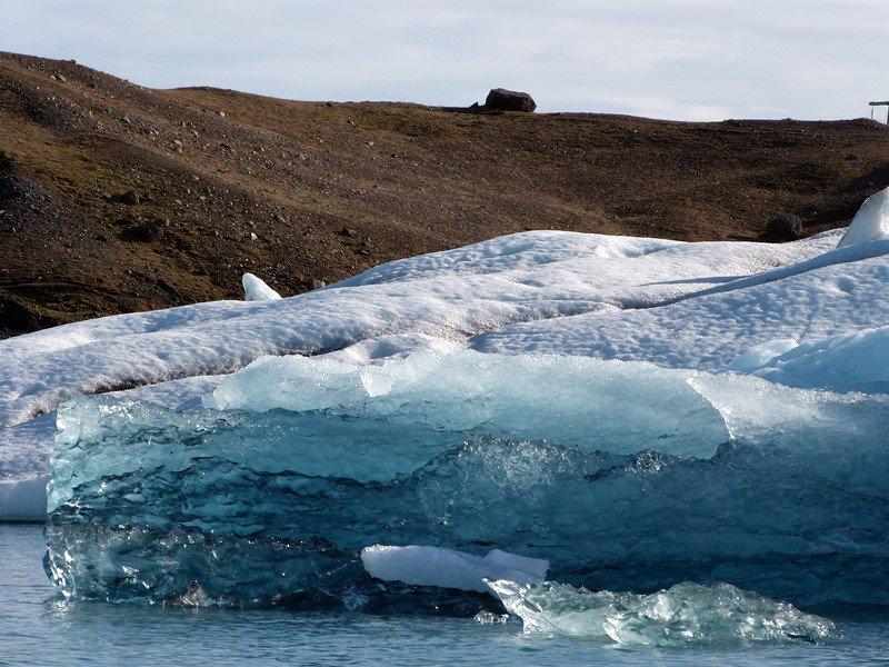 Trozos de iceberg en Jökulsárlón