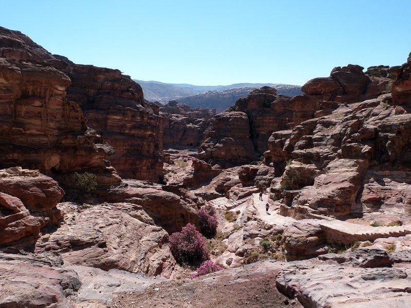 Vistas desde el camino al Monasterio de Petra