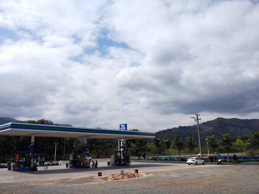 Bomba de Gasolina camino del Cibao
