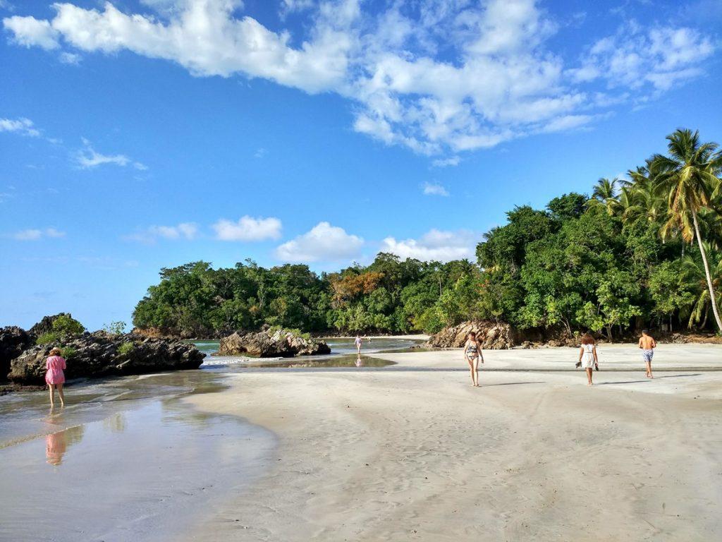 Caminando por Playa Bonita