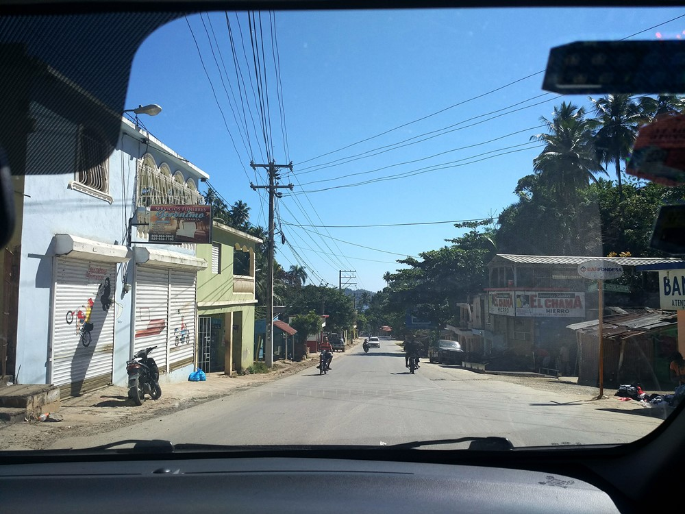 Estampas_de_un_pueblo_desde_el_coche