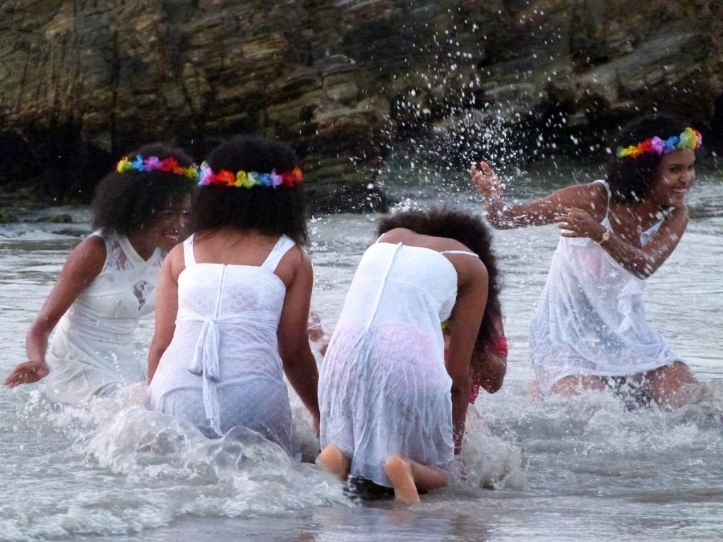 Jugando con el agua en Playa Bonita