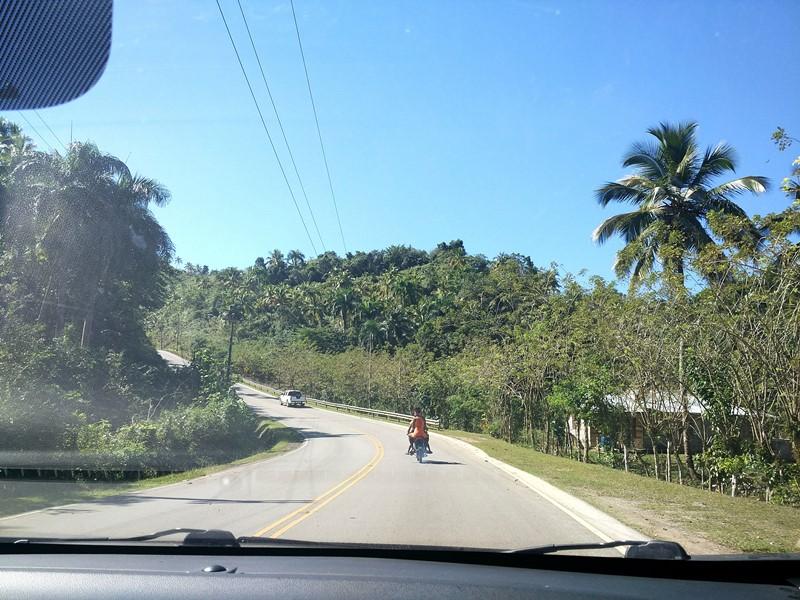 Típica_carretera_secundaria_en_RD
