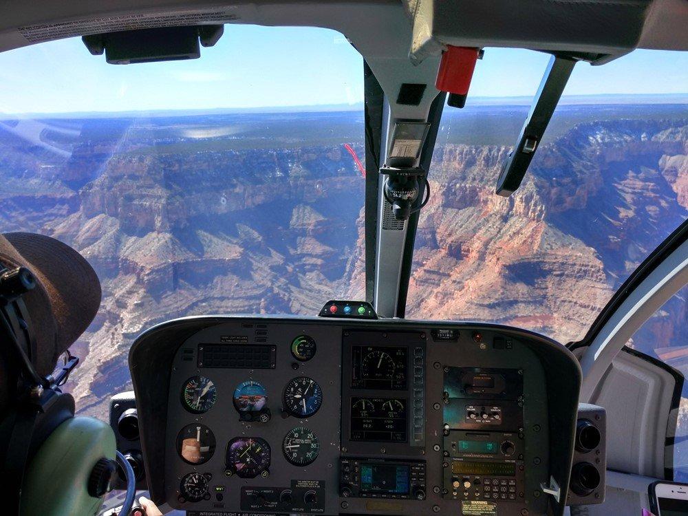 Sobrevolando en helicóptero el Gran Cañón