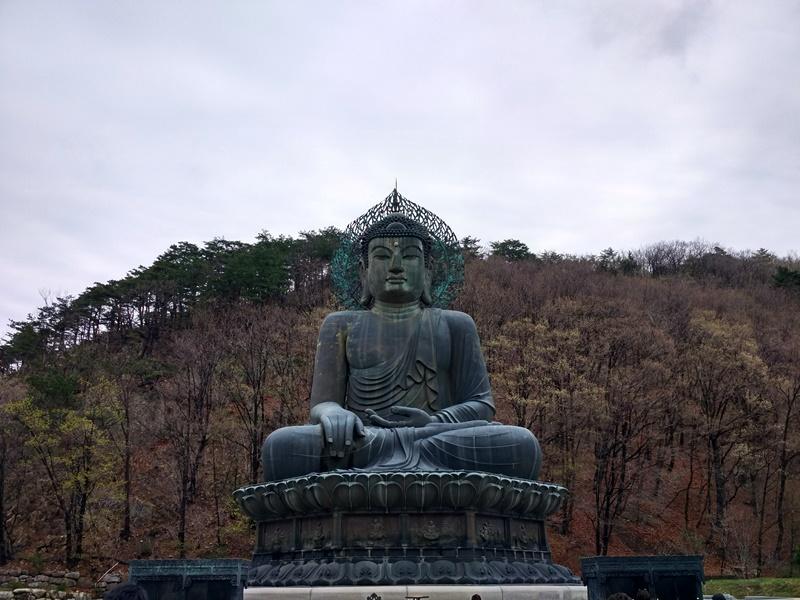 Buda a la entrada de Seoraksan