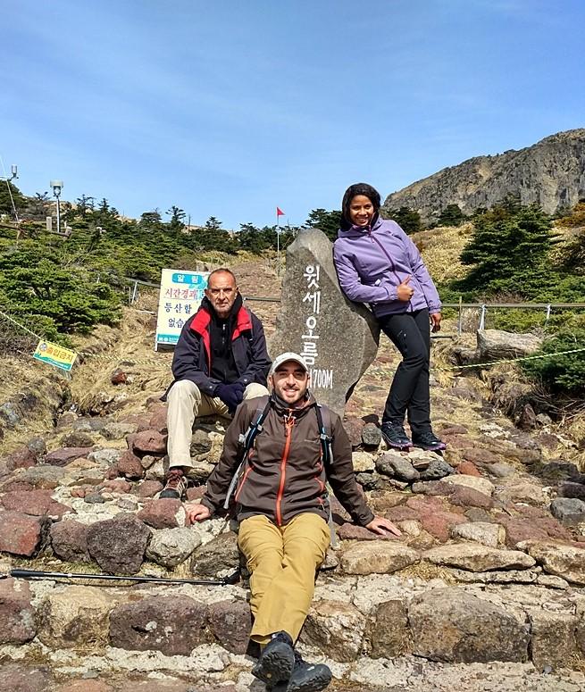El equipo tras completar la subida a 1700 metros
