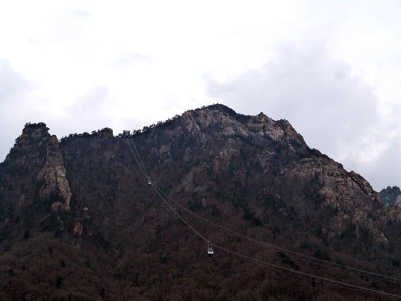 El teleférico de Seoraksan visto desde la entrada