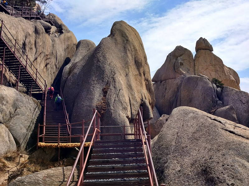 Escaleras camino a Ulsanbawi