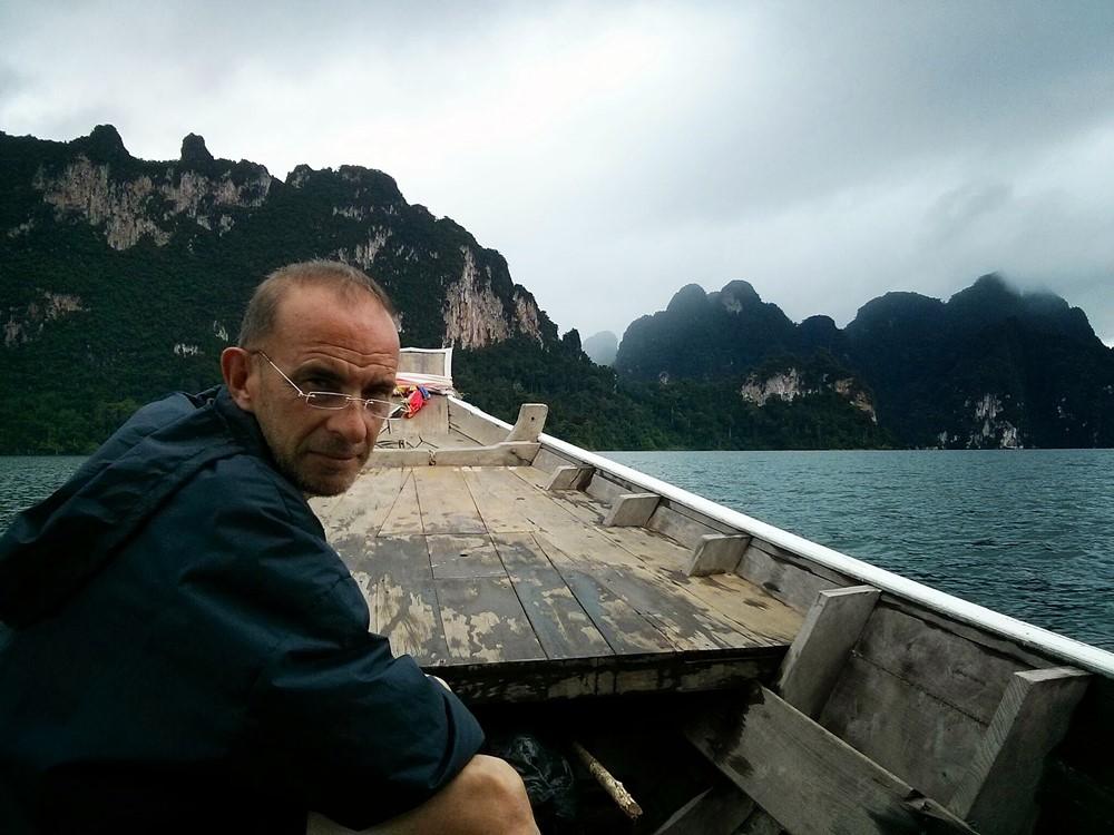 PW en el lago Chiew Lan en Tailandia