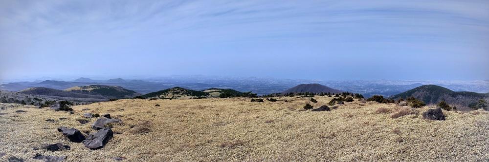 Panorámica desde la ruta Eorimok del monte Hallasan
