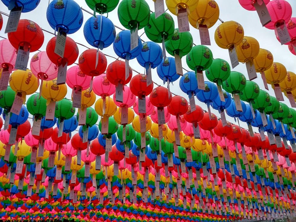 Colores en un templo budista en Seúl