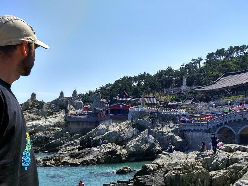 Contemplando el templo Yonggungsa