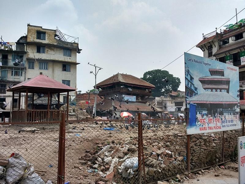 Templo destruido en la Plaza Durbar de Katmandú