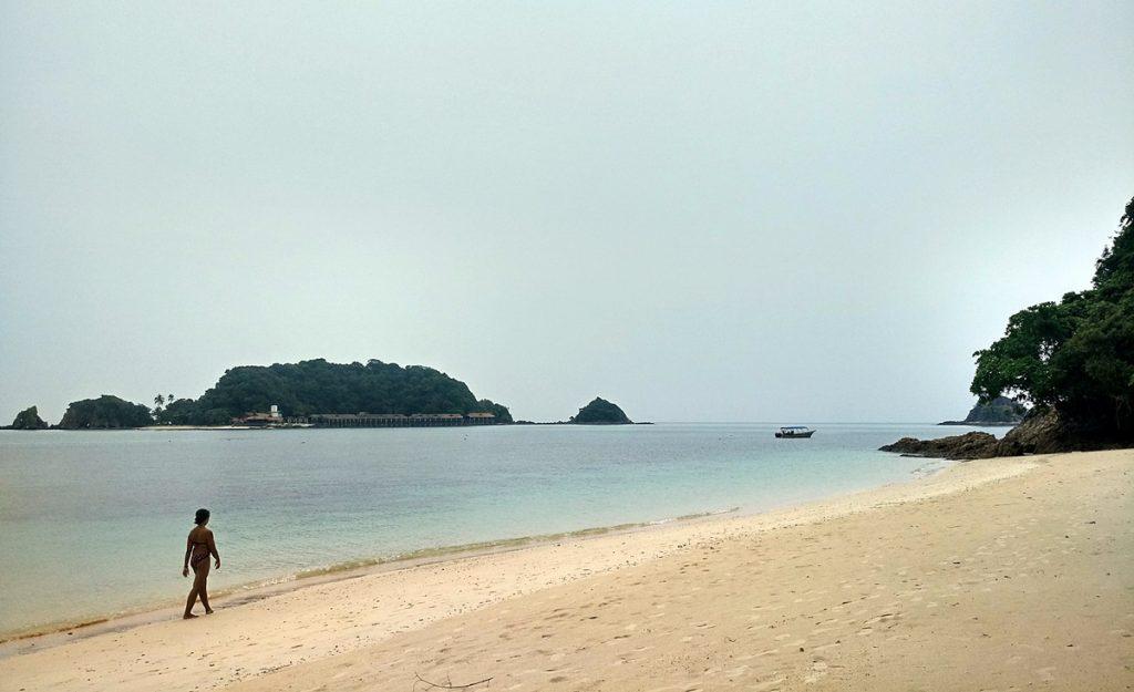 Caminando por el paraíso solitario de Kapas