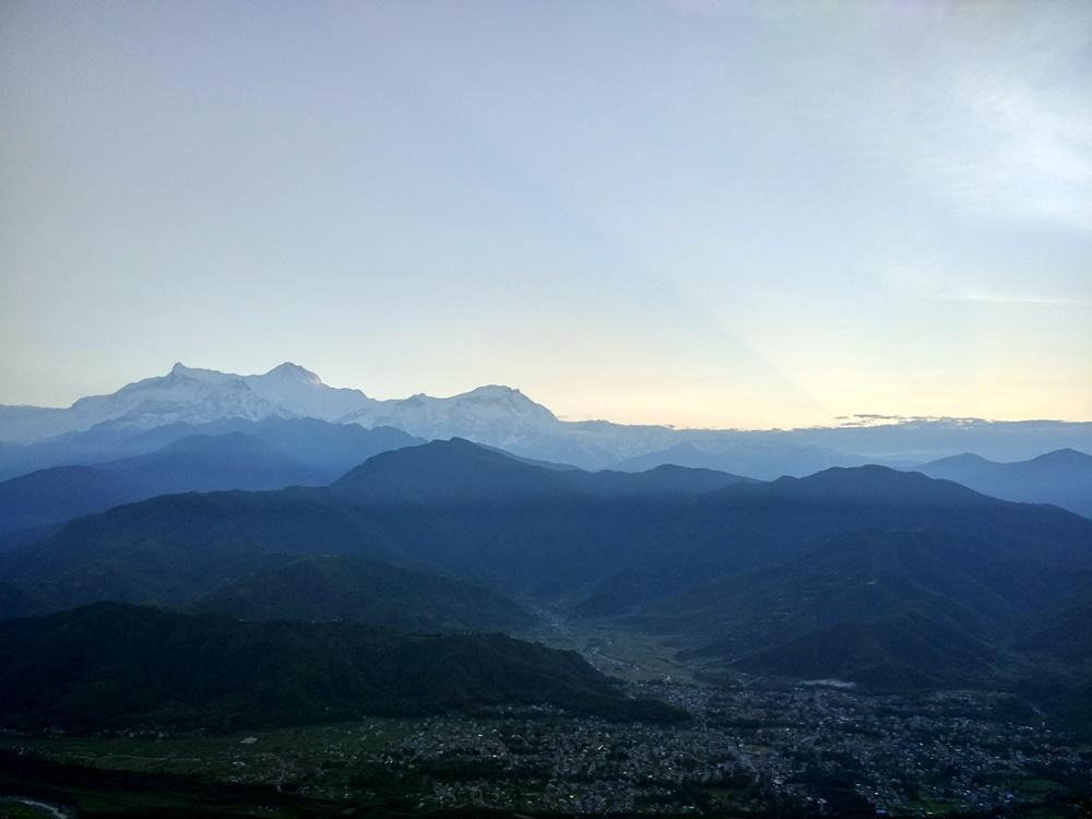 Primeros rayos de Sol en los Annapurnas