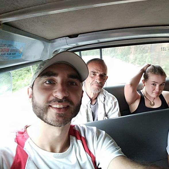 En la primera furgo hacia Oudomxay