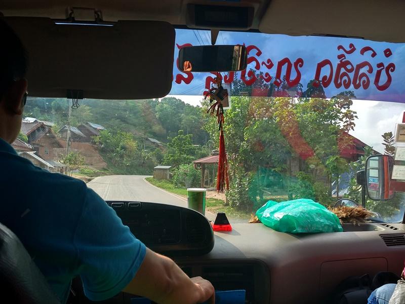En primera fila del bus a Luang Namtha
