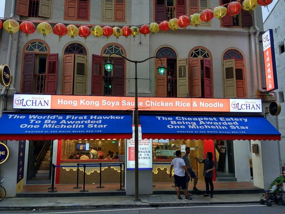 Fachada exterior de Liao Fan Hawker Chan en Singapur