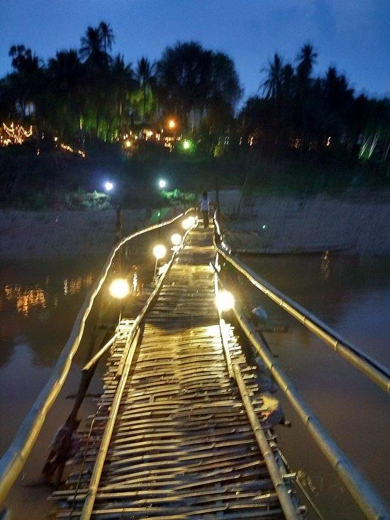 Puente de bambú en Luang Prabang