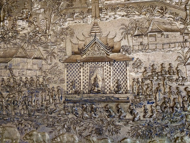 Relieve en un templo de Luang Prabang