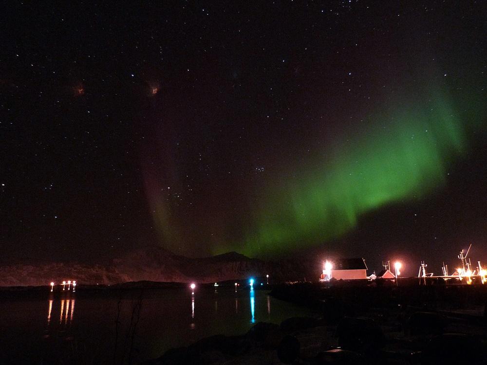 Auroras en la entrada de Ramberg - Lofoten