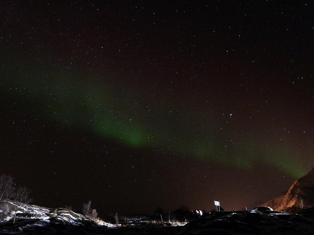 Cielo estrellado y auroras en Lofoten