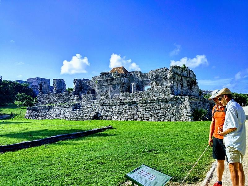 Contemplando las ruinas de Tulum