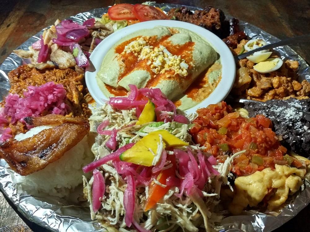 Plato de delicias Yucatecas